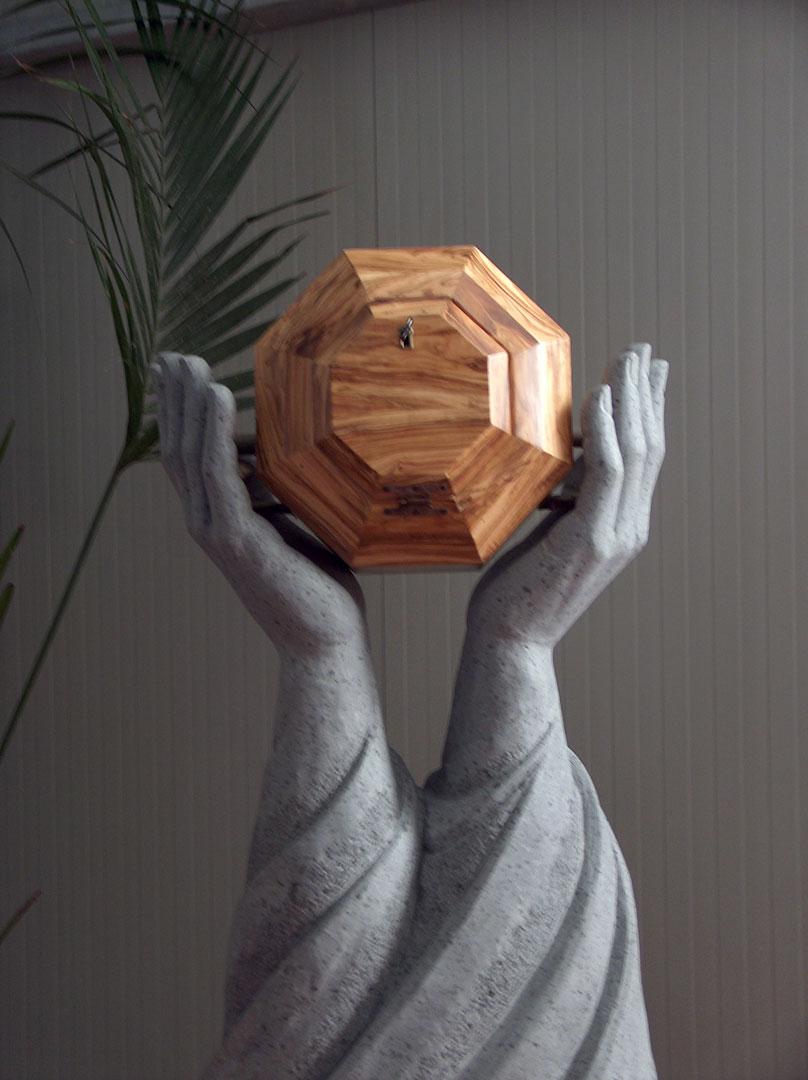 scultura mani, sostegno tabernacolo