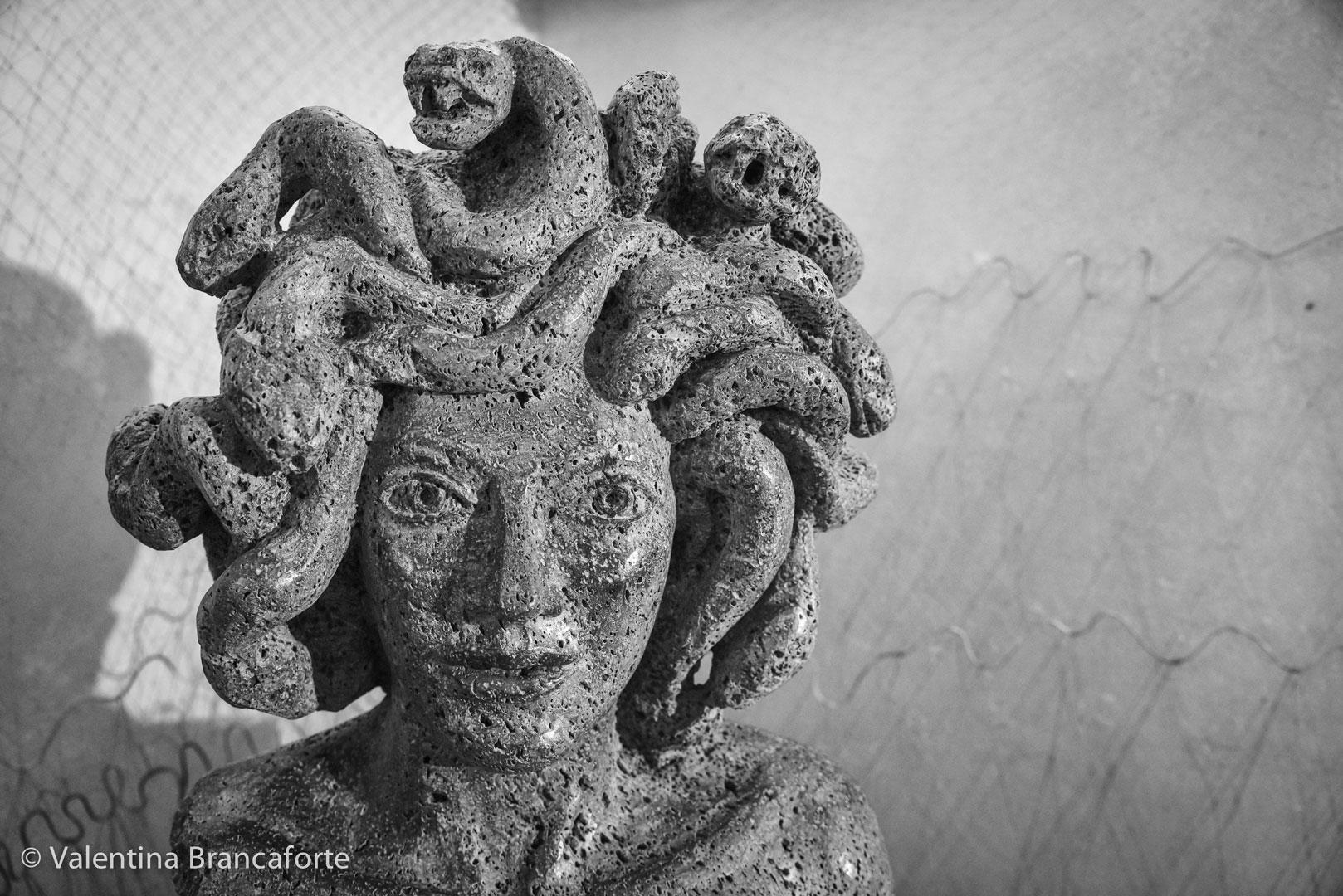 scultura pietra lavica etna