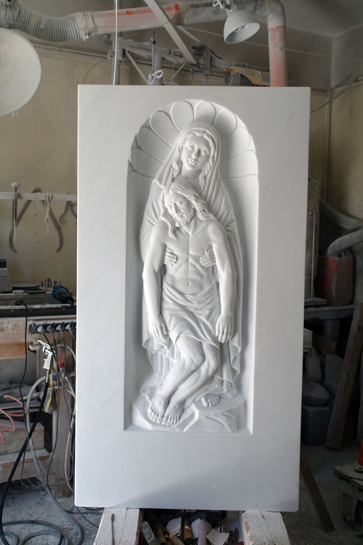 bassorilievo marmo di carrara, pietà