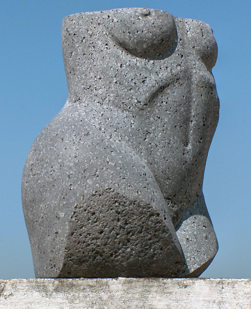 scultura torso femminile
